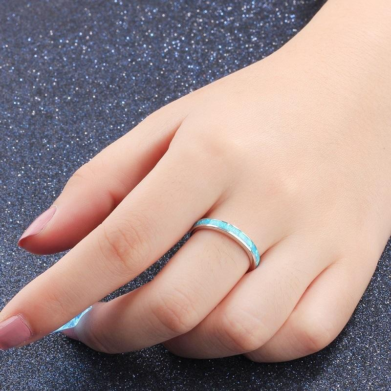 Simple single-circle opal ring