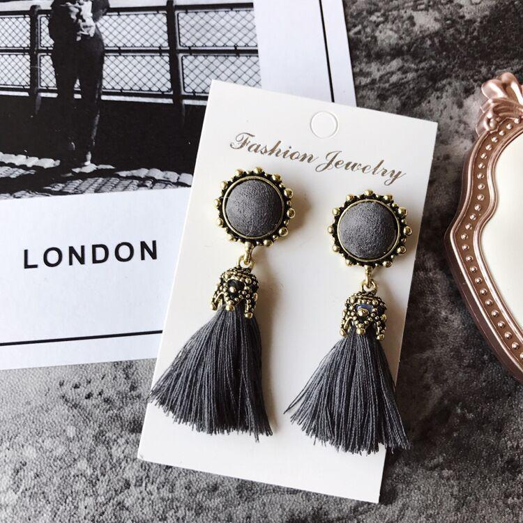 European and American national style tassel earrings Korean version of the palace style retro tassel earrings earrings autumn and winter earrings with accessories
