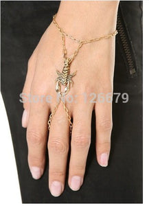 New Fashion Gold Color Animal Scorpion Bracelet Hand Chain Finger Jewelry Product Gift for Girls