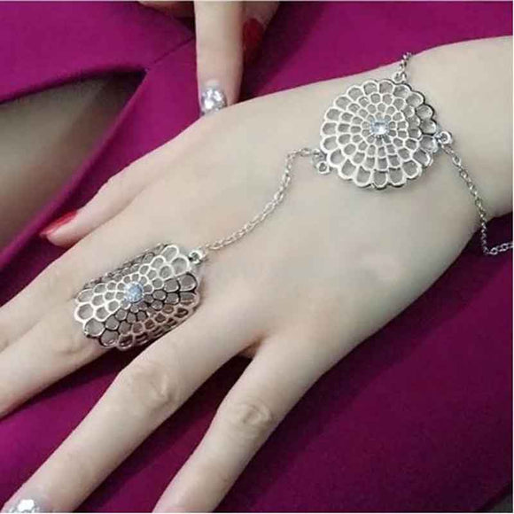 Women Slave Bracelets Chain Link Interweave Finger Hand Harness Bracelet Hollow Flower Crystal Slave Bracelet Hand Chain