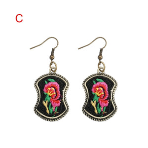 YULUCH 2018 Bronze Design Zinc Alloy Inlay Embroidered Colorful Birds Figure Pendant for Fashion Woman Earrings Jewelry Gifts