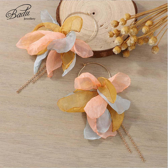 Badu Handmade Yarn Flower Earrings Golden Round Hoop Long Chain Tassel Earrings for Women Cute Lovely Holiday Jewelry Wholesale