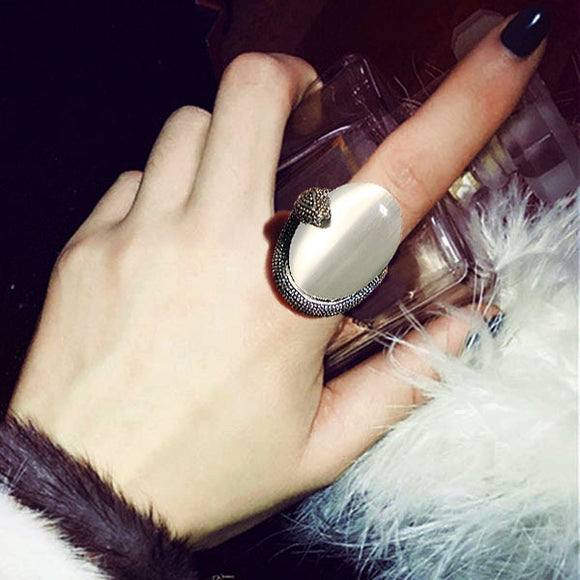 Fashion Vintage artificial Oval White Cat's eye Big Stone Ring Antique Silver Color Exaggerated Snake Ring Women Jewelry