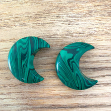 Load image into Gallery viewer, Crescent Moon - Malachite