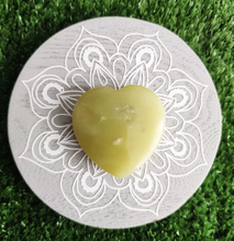 Load image into Gallery viewer, Gemstone Flat Puff Heart - Jade S4