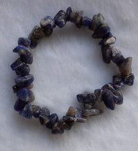 Load image into Gallery viewer, Sodalite Quartz Gemstone Chips Bracelet