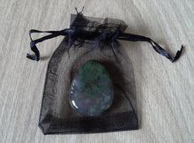Load image into Gallery viewer, Crystal - Flat Palmstones - Moss Agate S3