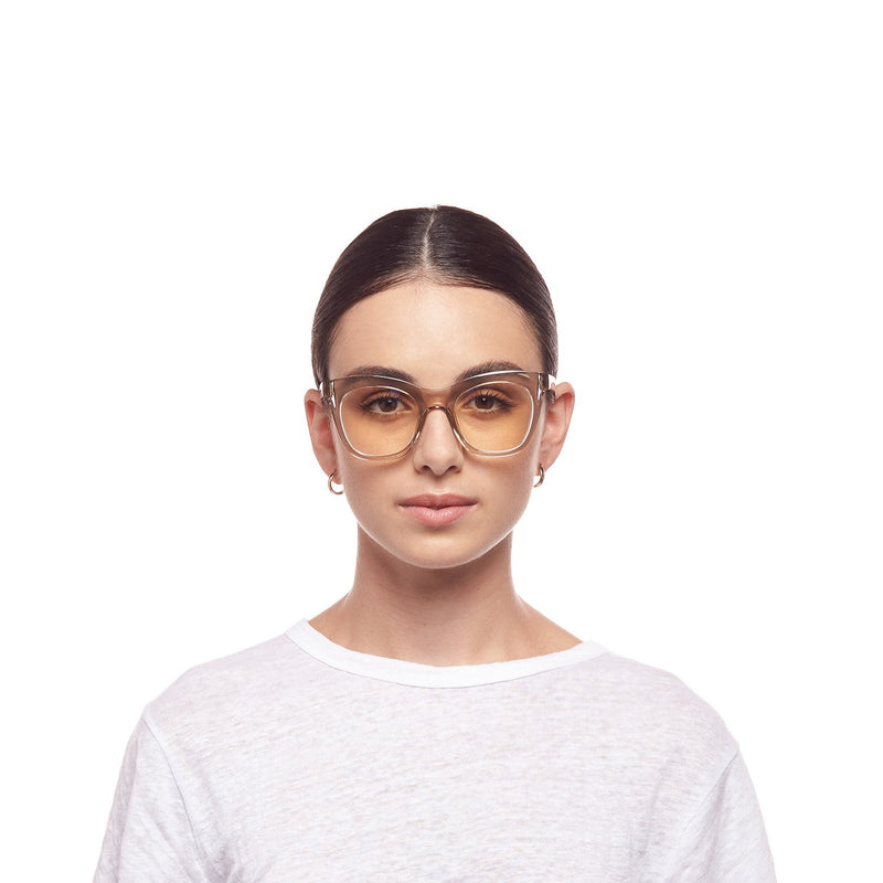 Harlots Bed Blue Light Glasses | Tea