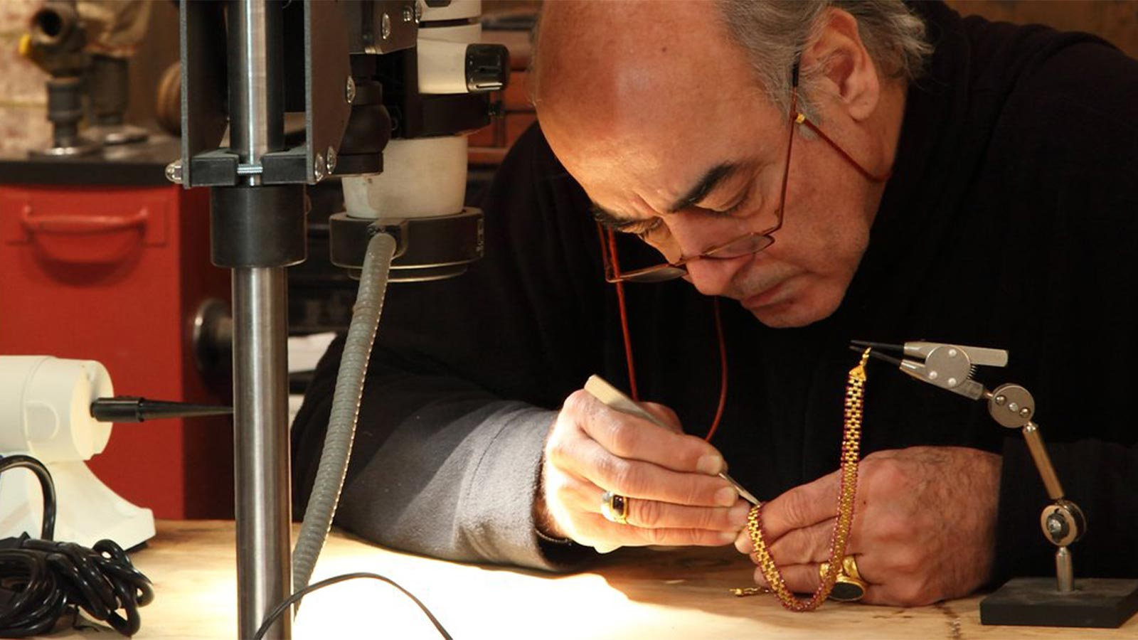 Gurhan hand crafting 24k gold jewelry