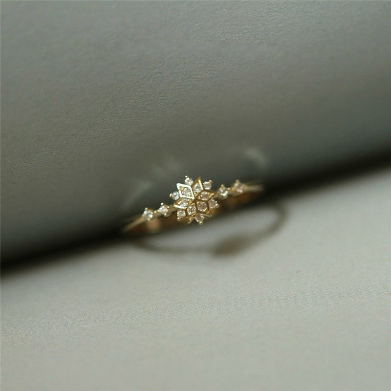 SNOWFLAKE GOLD RING