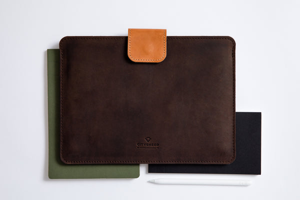 KEEP IT SNUG MacBook Case/ Oak Brown/