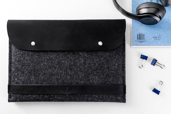 CARRY MORE MacBook Case/ Classy Black/