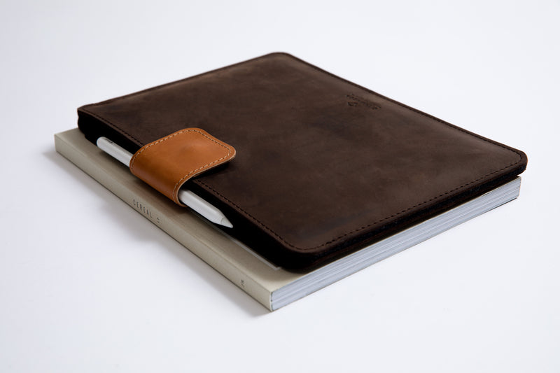 KEEP IT SNUG iPad Case/ Oak Brown/