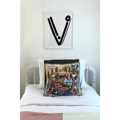 Cash Color Black and White Letter V Print Lifestyle