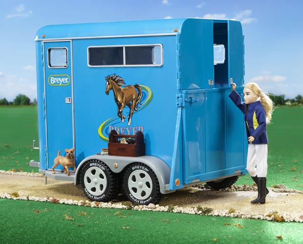 BREYER TRADITIONAL 2 HORSE TRAILER BLUE
