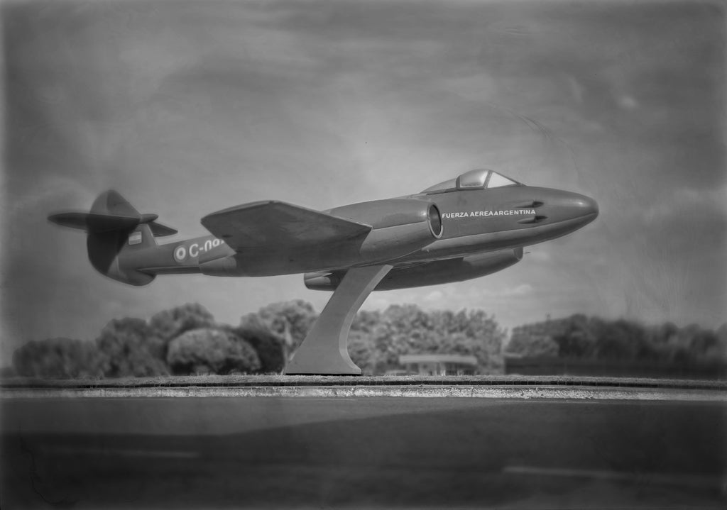 Esteban Pastorino Diaz Photography Gloster Meteor F.4 - Esteban Pastorino Diaz Photography Gloster Meteor F.4 - 5 Pieces Gallery - Contemporary Art & Photography