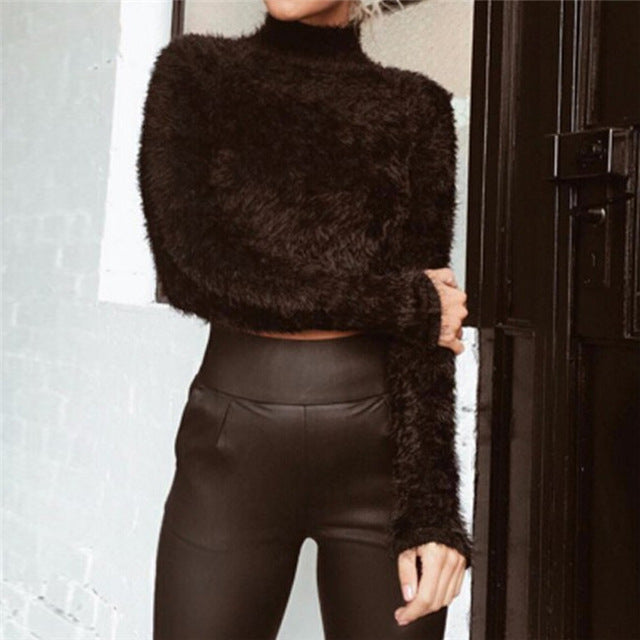 FLUFFY TURTLE NECK CROP TOP
