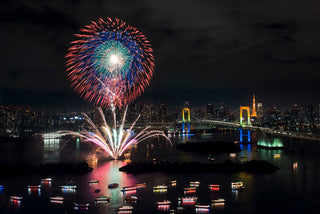 Let's enjoy the Japanese summer feature, fireworks display!
