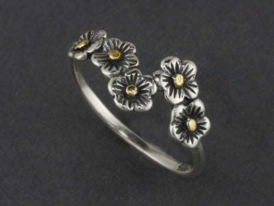 R03522  Five Flower Silver Rings with Nuggets