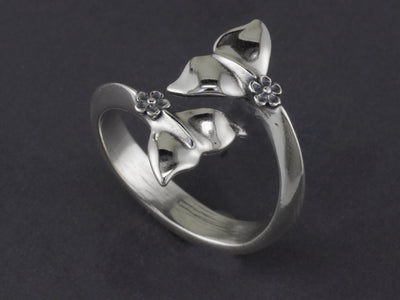 R076SM-S   Silver Forget-me-not Whale Tail Adjustable Ring
