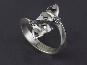 R076MED-S    Silver Smaller Forget-me-not Whale Tail Adjustable Ring