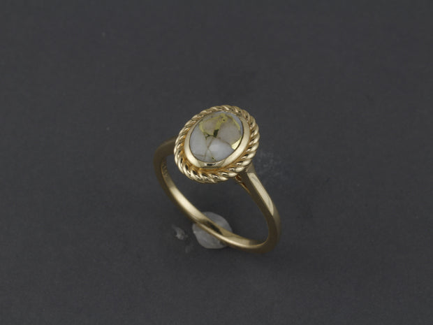 RQ38  Gold-n-Quartz 14kt Ring with Rope Halo