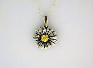 N098  Daisy Necklace