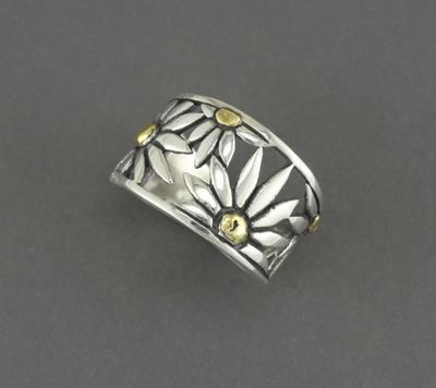 R02778  Large Daisy Silver Ring