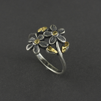 R03052  Two Flower with Leaves Silver Ring with Nuggets