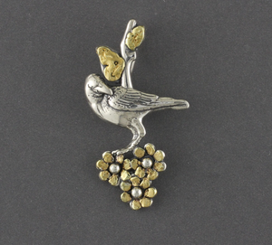 N196-3A  Raven with three flowers lots of gold nuggets