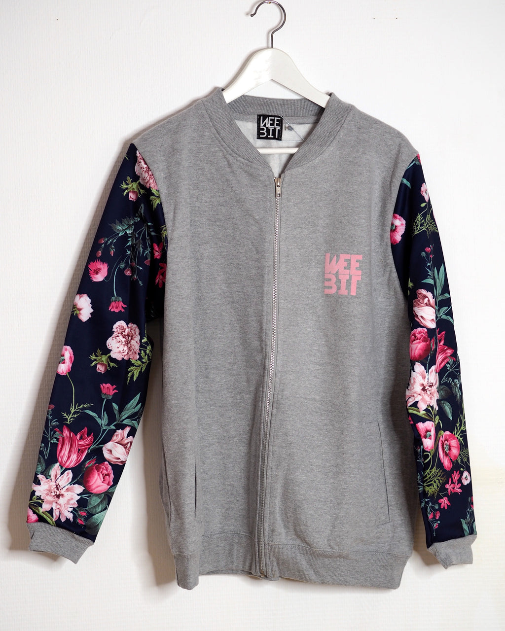 OUTLET / SWEAT BOMBERJACKE ROSA FLOWERS SLEEVE