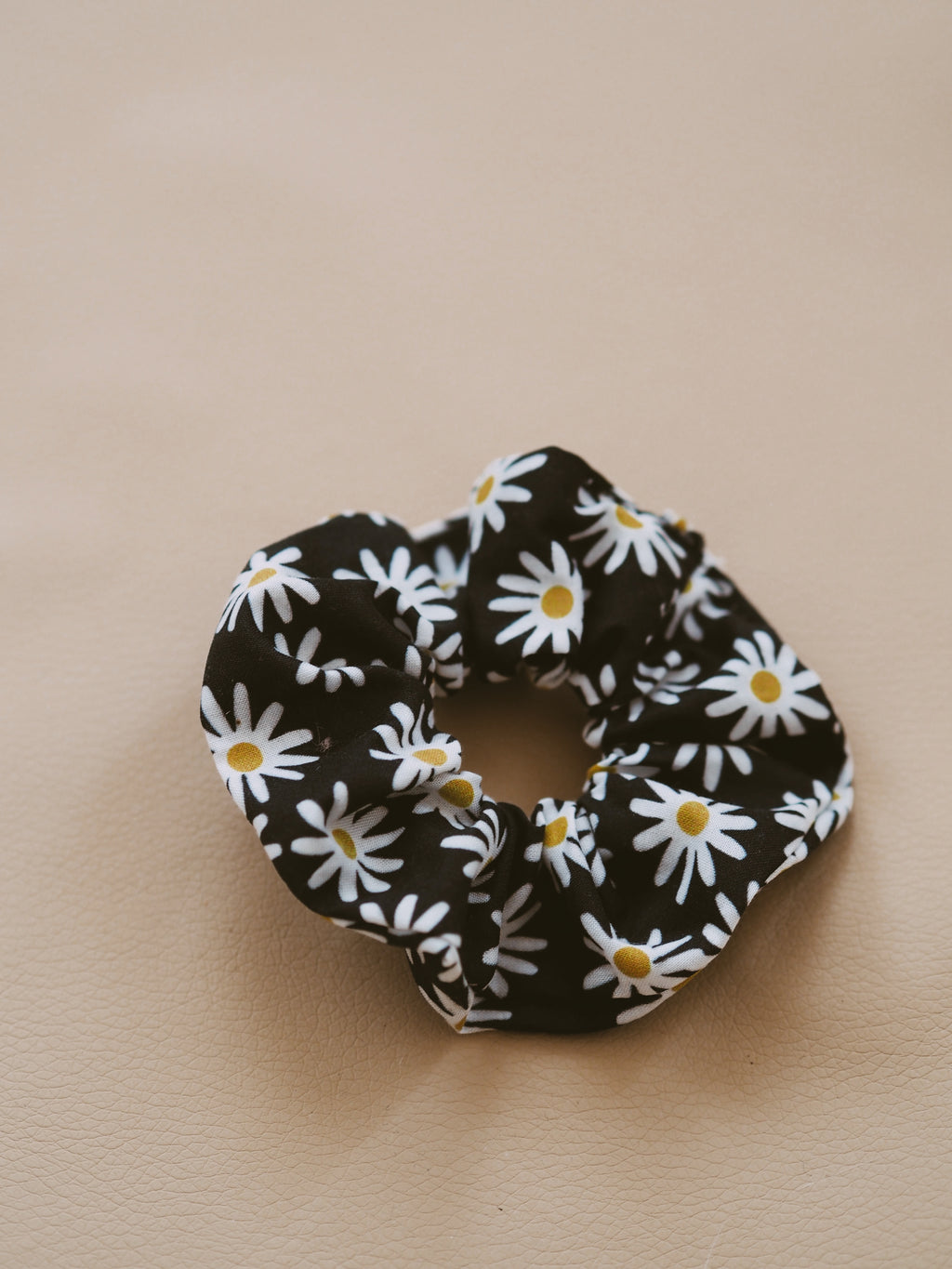 RECYCLED SCRUNCHIE DAISY