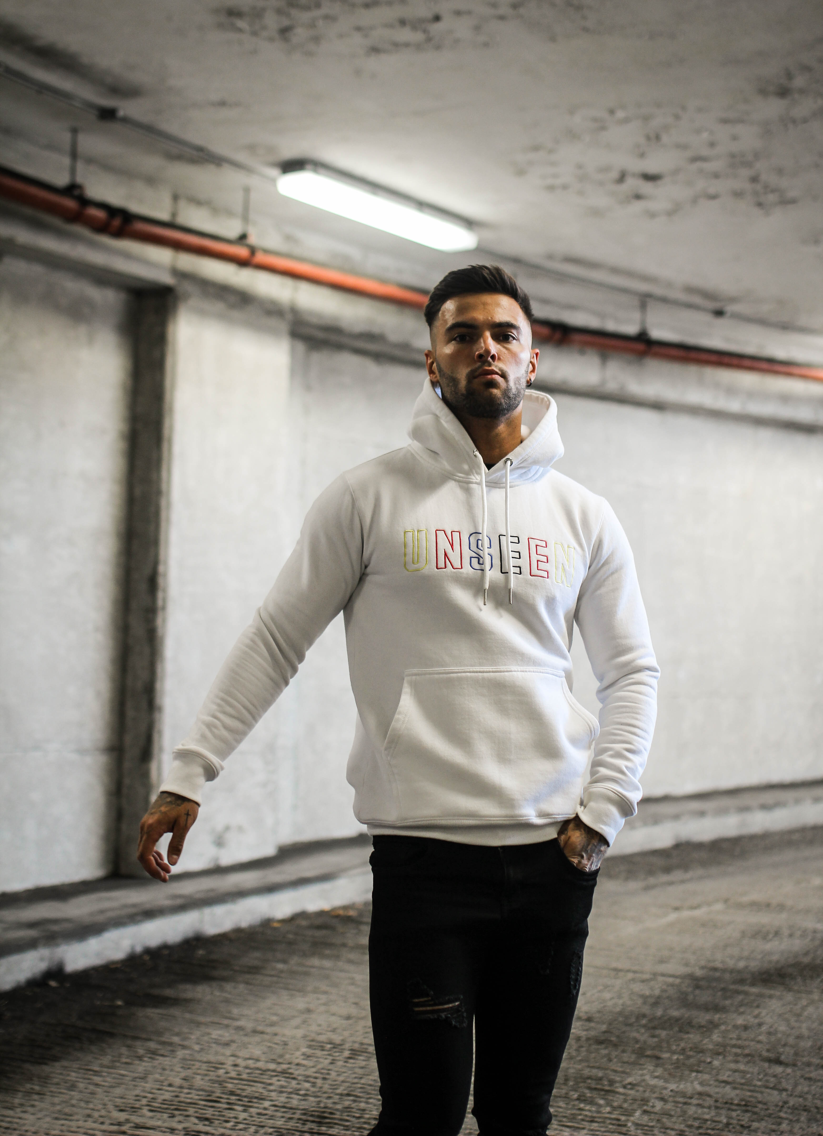 OUTLINE HOODIE - WHITE