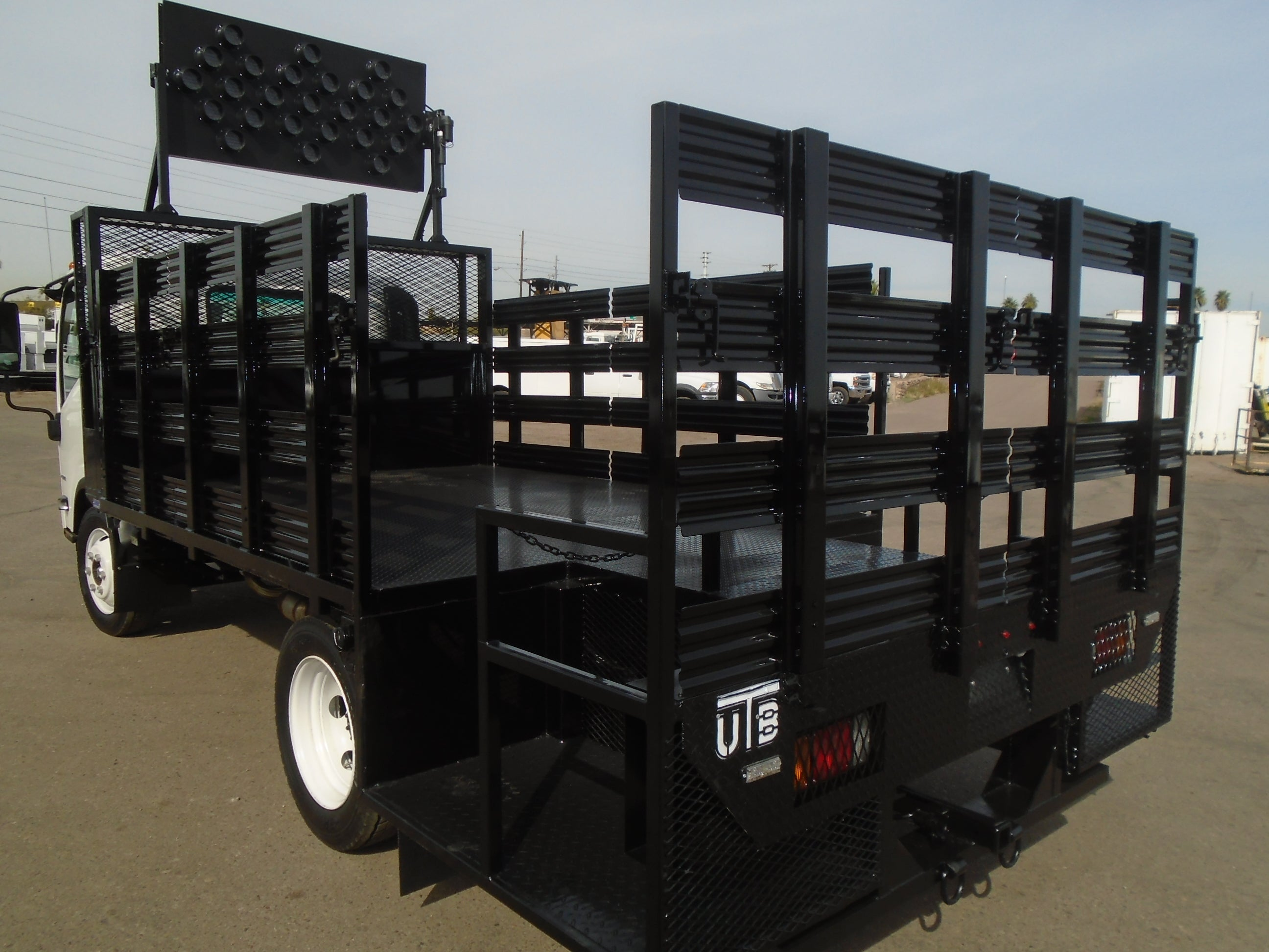 BARRICADE FLATBEDS - United Truck Bodies