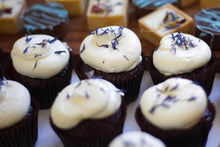 Load image into Gallery viewer, Cupcakes with Buttercream