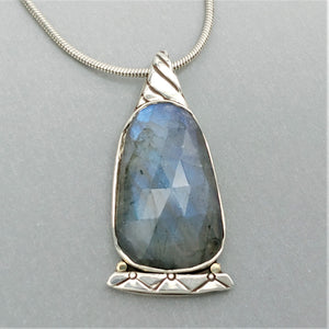 Queen Bee Labradorite Sterling 14KY Pendant