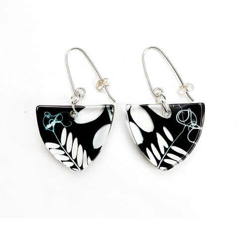 black vetch tri earrings