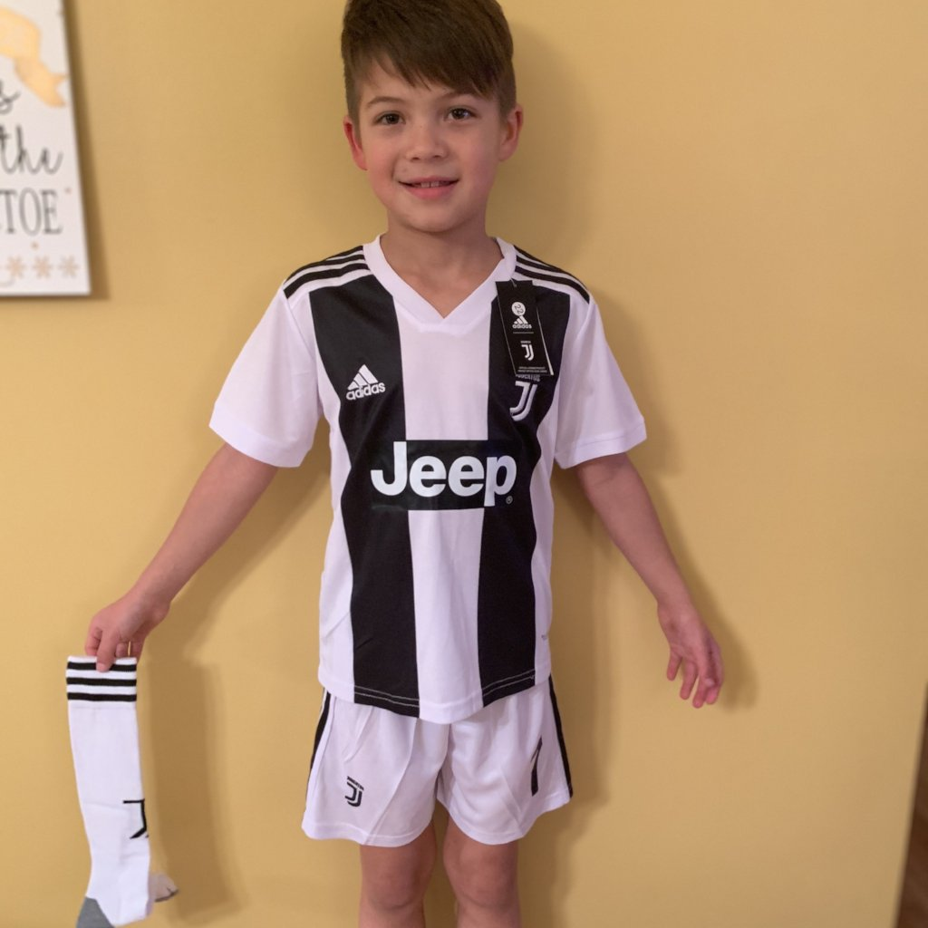 on sale 243d0 21298 Juventus - Ronaldo Youth Jersey kit + socks