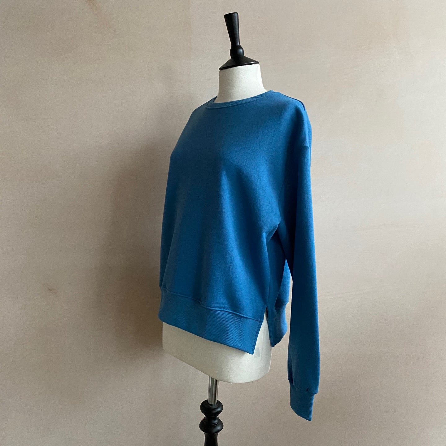 Cropped length 100% cotton Sweatshirt -Blue-