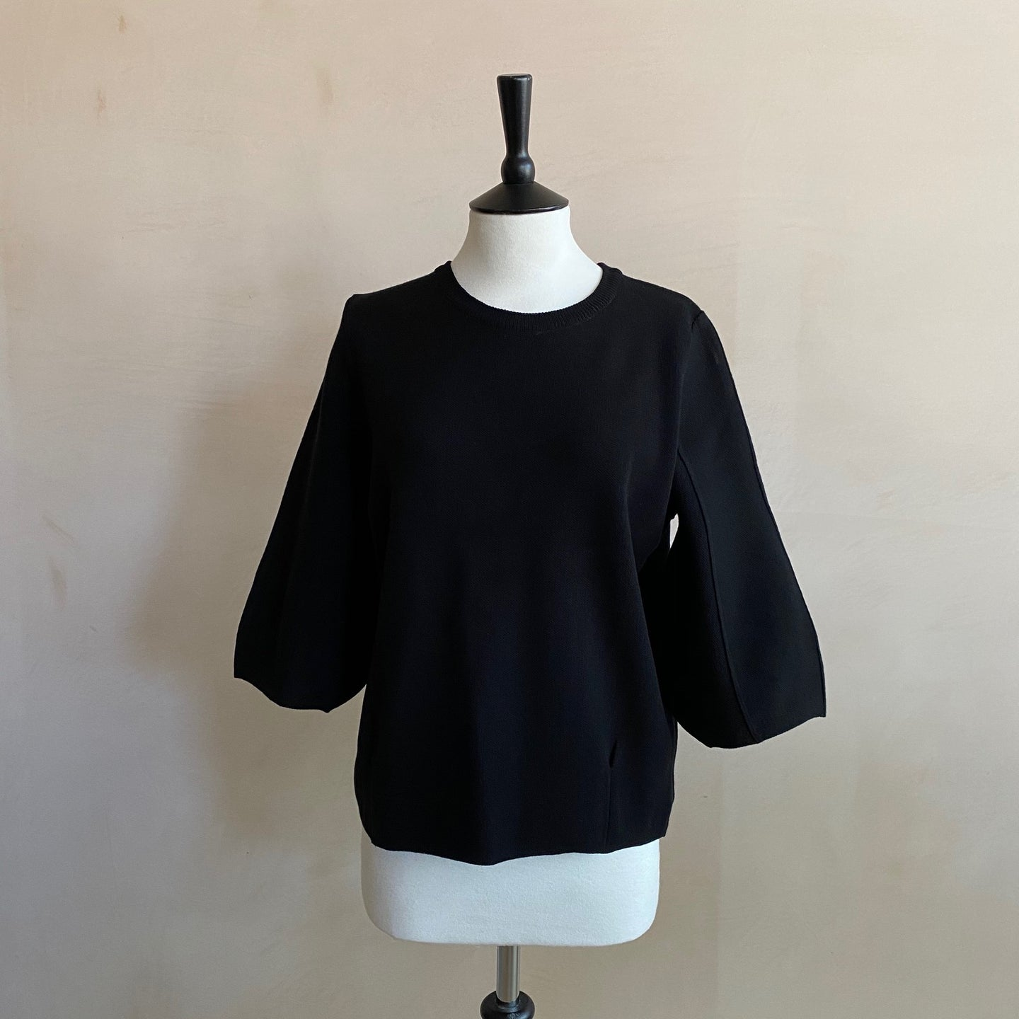 Puff sleeve Quoter sleeve top -Black-