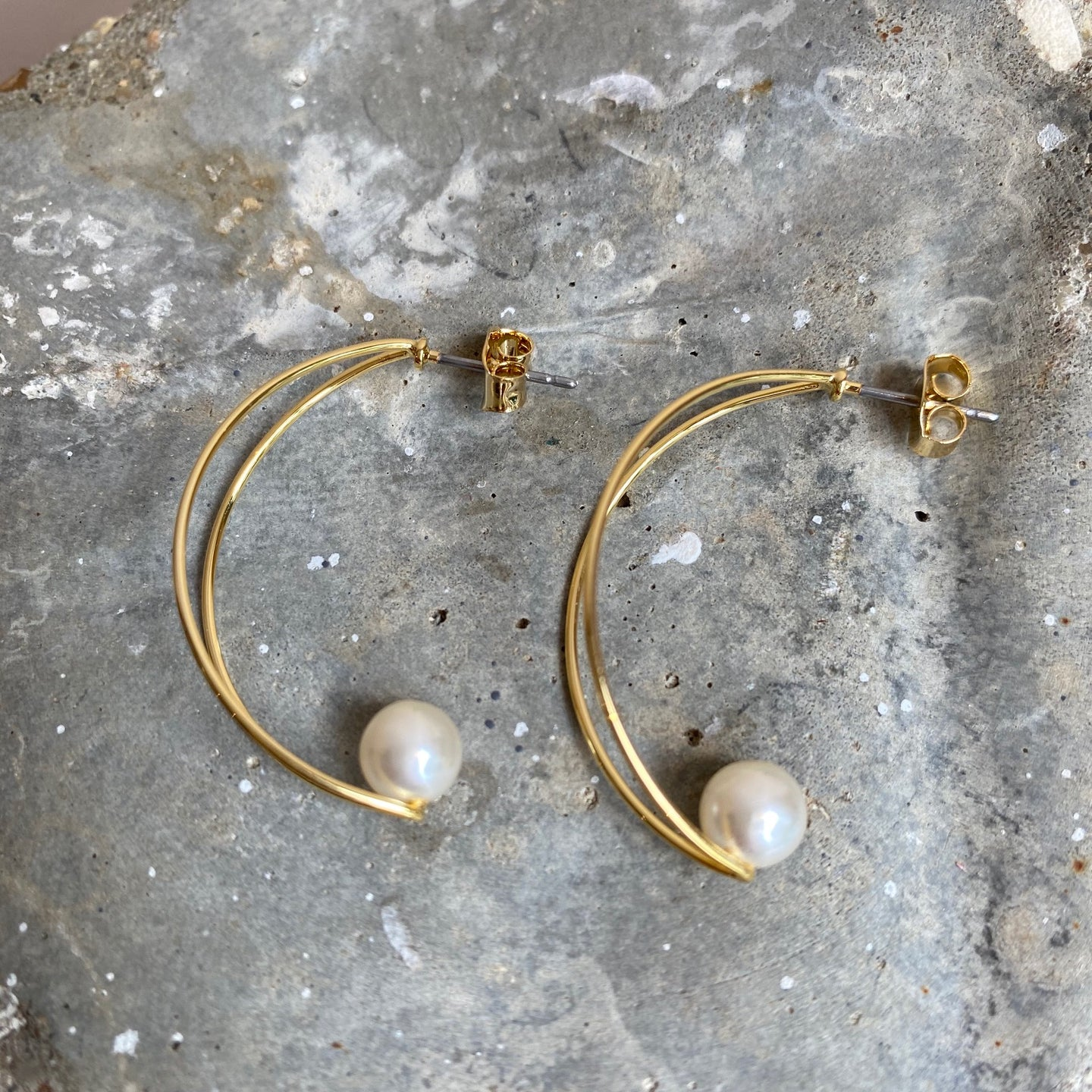 Crescent Shaped Earrings with Cotton Pearl -Gold-