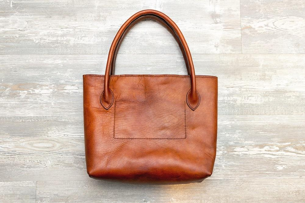 Why Do Tote Bags Not Have Zippers? Convenience Or Security?