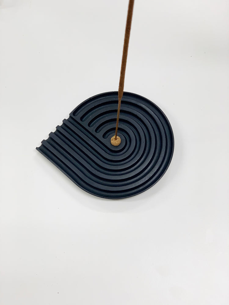 BLACK CONCRETE SPIRAL INCENSE HOLDER