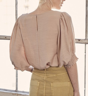Load image into Gallery viewer, smocking sleeve taupe top