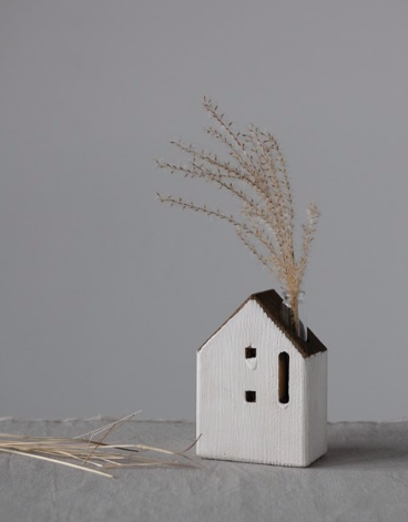 Load image into Gallery viewer, Small wooden house vase