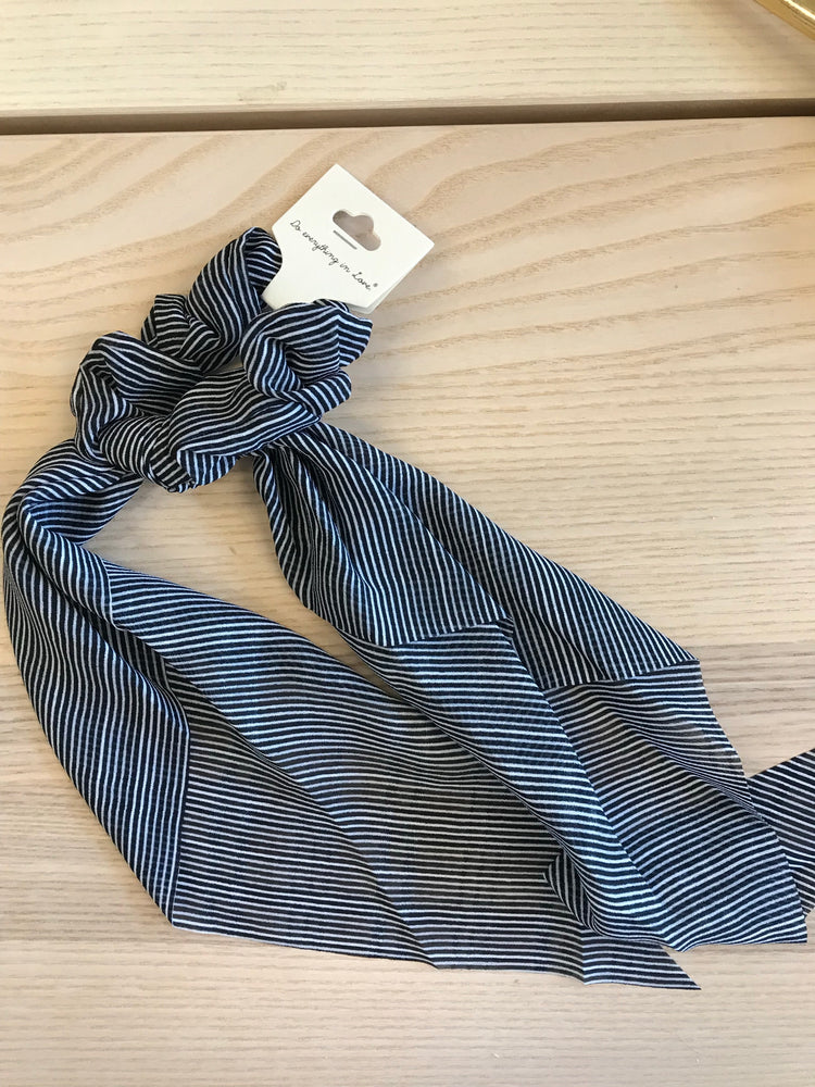 Black and white stripped scrunchie hair scarf