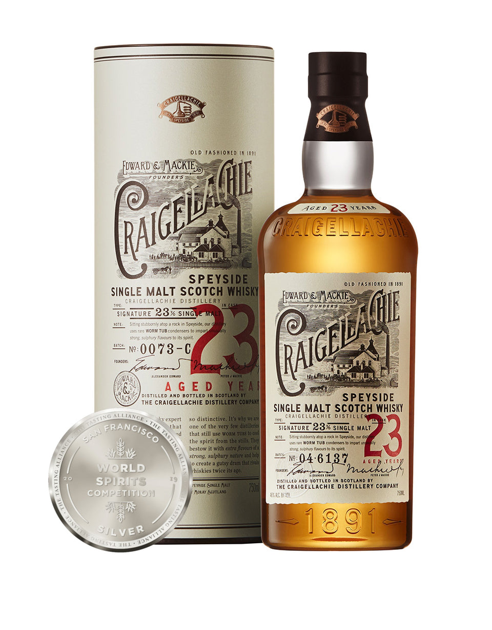 Load image into Gallery viewer, Craigellachie 23 Years Old Single Malt Scotch Whisky bottle, box and award
