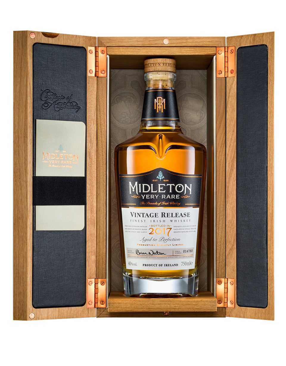 Load image into Gallery viewer, Midleton Very Rare Irish Whiskey bottle in box