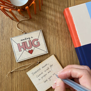 Send a Hug decoration - Letter