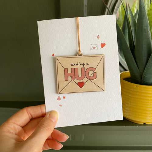 Send a Hug - Card with wooden decoration